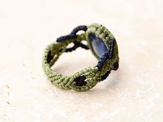 371 best macrame rings images on rings beaded Macrame Rings, Macrame Jewelry, Beaded Rings, Beaded Bracelets, String Crafts, Magazine Images, Ring Tutorial, Rings Cool, Ring Bracelet