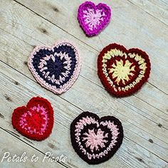 Spike Stitch Hearts by @petalstopicots | via I Heart Be Mine Appliqués - A LOVE Round Up by @beckastreasures | #crochet #pattern #hearts #kisses #valentines #love