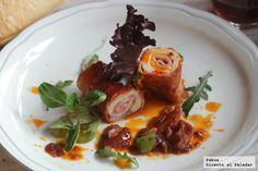 Rollos de pechuga de pavo con salsa de hortalizas. Receta con fotos paso a paso de su proceso de elaboración y presentación. Receta sencilla de c...