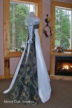 Camo wedding dress!!! Gotts love that:)