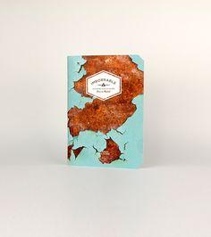"""Bajo el lema """"El papel no ha muerto"""", Imborrable presenta una nueva colección de libretas y cuadernos de tamaño A5, realizados de forma artesanal en pequeñas imprentas españolas y disponibles en una gran variedad de estilos y diseños."""