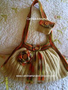 Vitrina de Carolina Artesanías (La Tienda): 143.- Cartera fat bag Crochet, tonos tierra con flor.