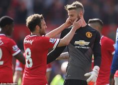 Juan Mata said Manchester United team-mate David de Gea new haircut brought him luck against Everton Manchester United 2014, Manchester United Football, Soccer Guys, Soccer Players, Real Madrid, Chelsea Transfer, Fc 1, Sir Alex Ferguson, World Football