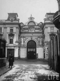 Pasagiul Băncei Bucharest, Time Travel, Big Ben, Louvre, Building, Traveling, Life, Memories, Romania