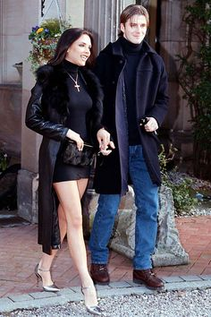 Victoria Beckham's style is something we've been hooked over the last 20 years; see all the best pictures of her chicest fashion looks and outfits. Victoria Beckham Young, Victoria Beckham Wedding, Moda Victoria Beckham, Victoria Beckham Short Hair, Victoria Beckham Outfits, Victoria Beckham Style, David Beckham Young, Veronica Lake, Early 2000s Fashion