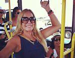 F5 - Celebridades - Marido de DeborahSecco, Hugo Moura anda de ônibus com a filha; veja outros famosos que também usam transporte público - 17/03/2017
