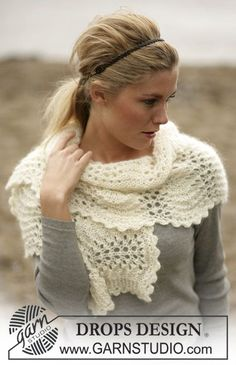 DROPS Scarf in a wavy lace pattern in Alpaca and Vivaldi ~ DROPS Design - free