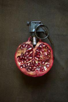 Creative Food Art by Sarah Illenberger Marcel Duchamp, Mc Escher, Sarah Illenberger, Art Madrid, Surrealist Collage, Strange Fruit, Food Sculpture, Creative Food Art, Kebab