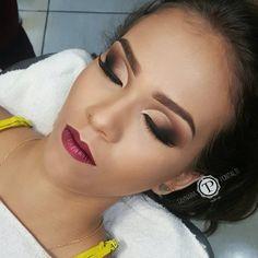 Taynara Maeda Pontalti sur Instagram : batom liiiindo metalizado da Fand Makeup que vcs podem encontrar na @casadomaquiadorcm #taypontaltimakeup #maquiagemx… • Instagram