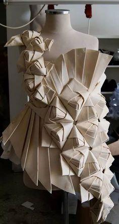 16 Ideas origami pattern fashion fabric manipulation 16 Ideen Origami Muster Modestoff Manipulation # Mode # Origami The post 16 Ideen Origami Muster