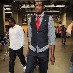 Kevin Durant red tie