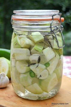 borcan cu dovlecei murati de vara sau pentru iarna Canning Pickles, Romanian Food, Pastry Cake, Interior Design Living Room, Diy And Crafts, Mason Jars, Food And Drink, Vegetables, Drinks