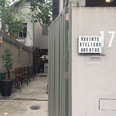 Sábado de portas abertas! Os ateliês residentes  da XXVINTE estão abertos hoje até 18:00. Garage Doors, Outdoor Decor, Home Decor, Doors, Decoration Home, Room Decor, Home Interior Design, Carriage Doors, Home Decoration