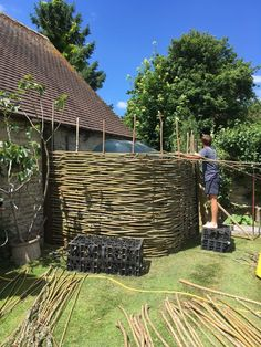 Portfolio and gallery of woven willow work - WonderWood Willow Fence, Willow Garden, Garden Structures, Garden Paths, Landscaping With Rocks, Backyard Landscaping, Landscaping Design, Rustic Gardens, Outdoor Gardens