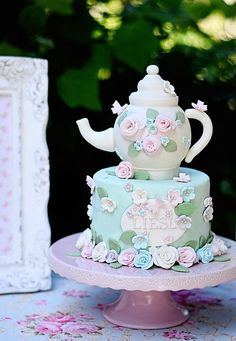 Host a Royal Wedding Inspired Afternoon Tea Party Project Nursery – A teapot cake is the perfect sweet treat for the end of a tea party! Girls Tea Party, Princess Tea Party, Tea Party Theme, Tea Party Birthday, Tea Party Cakes, 3rd Birthday, Birthday Cakes, Birthday Ideas, Party Hats