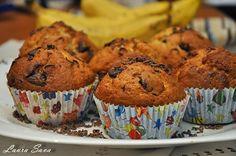 Muffins cu banane si ciocolata!!!!!!!!! Delicioase :) Ingrediente pentru 12 bucati: - 280 g. faina - un praf desare - 2linguritepraf de copt - 1 varf de cutit bicarbonat de sodiu alimentar (op... Muffins, Food And Drink, Cupcakes, Sweets, Fruit, Breakfast, Desserts, Recipes, Tin