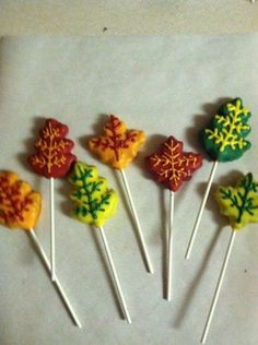 Fall cake pops Fall Candy, Holiday Candy, Autumn Leaves Craft, Fall Leaves, Pretty Cakes, Cute Cakes, Fall Cake Pops, Thanksgiving Cake Pops, Autumn Cake