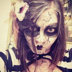 Halloween make up time! Book 6049996177