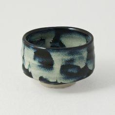 A traditional tea ceremony calls for a traditonal tea bowl. Ziji's Namako tea bowl comes with an attracive blue glaze. Pottery Mugs, Ceramic Pottery, Pottery Art, Japanese Ceramics, Japanese Pottery, Ceramic Bowls, Ceramic Art, Macha Tea, Uji Matcha