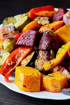 Scrumptious Roasted Vegetables - The best oven roasted vegetables ever! Made quickly and effortlessly. Every vegetable is cooked to perfection. Roasted Vegetable Recipes, Roasted Root Vegetables, Veggie Recipes, Cooking Recipes, Cauliflower Recipes, Crockpot Veggies, Roast Fish, Health Dinner, Vegetable Side Dishes