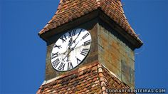 Relógio de torre em Biertan na Roménia