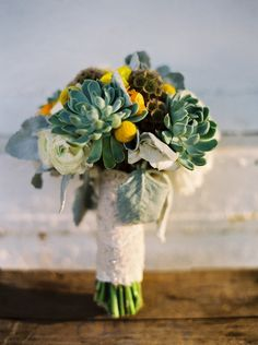 wedding bouquet with succulent #succulents #different #unique