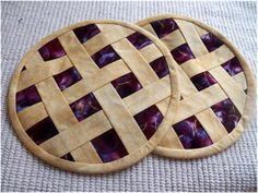 I bought these at a craft fair not to long ago.  I wouldn't mind a pair of pies!
