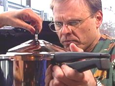 Pressure Cooking : Good Eats funny man Alton Brown explains how pressure cookers work. Stovetop Pressure Cooker, Power Pressure Cooker, Slow Cooker Pressure Cooker, Using A Pressure Cooker, Electric Pressure Cooker, Instant Pot Pressure Cooker, Marmite, Pressure Cooking Recipes, Slow Cooker Recipes