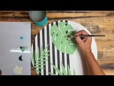 MONITOR | Noemi Giordano | Plato de sitio - Botánico | Brico Amigos - YouTube Decoupage Wood, Decoupage Vintage, Small Canvas Paintings, Easy Paintings, Stencil Painting, Painting On Wood, Recycled Crafts, Diy And Crafts, Diy Baby Costumes