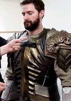 leepace:  my weakness is lee pace and richard armitage being fitted for their armor