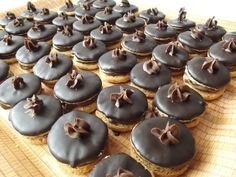 Romanian Food, Mini Cupcakes, Caramel, Bacon, Muffin, Cookies, Breakfast, Life, Sweet Treats