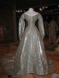 Cloth of Silver Wedding Gown (1866 wedding of Marie Feodorovna & 1894 wedding of Alexandra Feodorovna) - Kremlin Museum