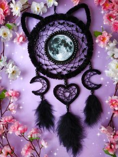 How beautiful is this moon cat dream catcher? 🌕🐱 Imagine sleeping under this! 💜 Tag someone who would love it toi 😍 art and pic by… Fun Crafts, Diy And Crafts, Arts And Crafts, Dream Catcher Decor, Making Dream Catchers, Dream Catcher Patterns, Black Dream Catcher, Crochet Dreamcatcher, Moon Dreamcatcher
