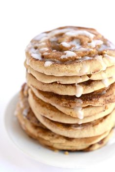 Oh baby! These are gluten free vegan Cinnamon Roll Pancakes and I think I will eat them all.