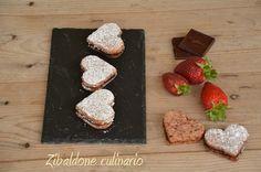 Biscotti sableè alla fragola con ganache al cioccolato