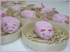 Varkentjes van klei. Ook leuk om met andere kleuren klei (of speeldeeg) dieren te maken. Animal Crafts For Kids, Animal Projects, Animals For Kids, Farm Animals, Art For Kids, Farm Animal Crafts, Pig Crafts, Farm Crafts, Camping Crafts