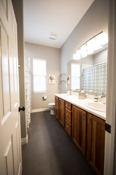 If your bathroom is spacious enough, you can plan a remodel with a double sink bathroom vanity. Measure your space, decide on the style you want for your bath, and pick the one that's just right for you and your family. #doublesinkvanity #doublesinkbathroom #doublesink #doublesinkvanityunit #interiorstyling #bathroomvanity #bathroomvanitytops #homedecorideas #bathroomdesign #homedesignideas #interiorandhome #bathroomvanityideas #interiordesignlovers #homebeautiful #designdetails Bathroom Design Small, Modern Kitchen Design, Modern Bathroom, Bathroom Ideas, Houzz Bathroom, Bathroom Inspo, Small Bathrooms, Bathroom Organization, Bathroom Storage