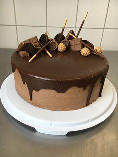 TORTEN LUST: {Rezept} Himbeer - Schoko- Buttercreme Torte mit Zartbitterganache- Drip und allerlei süßen Sachen