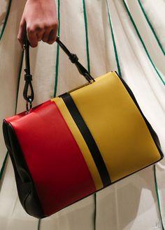 Prada Spring 2016 Ready-to-Wear Accessories Photos - Vogue Best Handbags, Prada Handbags, Small Handbags, Prada Bag, Fashion Handbags, Purses And Handbags, Fashion Bags, Leather Handbags, Leather Bags