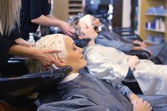 femme au shampoing detente