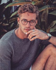 Will Higginson Men's Fashion Style Clothing Male Model Good Looking Be Mens hairstyles Hair And Beard Styles, Curly Hair Styles, Curly Hair Men, Hommes Sexy, Boy Hairstyles, Mens Thick Hairstyles, Hipster Hairstyles Men, Classic Mens Hairstyles, Glasses Hairstyles