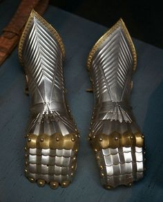 Gauntlets of Emperor Maximilian I, part of the set of armour probably depicted in Thun fol. 33v, 67 and 67v. by Lorenz Helmschmied @ KHM Vienna