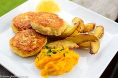 - hjemmelagde Fiskekaker med  tilbehør - homemade Fishcakes with Ovenbaked Potatoes and Carrot Stew/puré