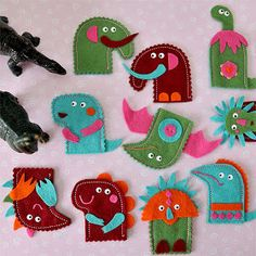 From kirei cosas bellas nice finger puppets Felt Puppets, Felt Finger Puppets, Hand Puppets, Puppet Crafts, Felt Crafts, Diy For Kids, Crafts For Kids, Conkers, Tooth Fairy Pillow