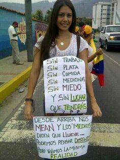 """Esto sucede en venezuela """"esperemos no nos ocurra a los colombianos"""" con santos en el poder estaremos igual. pic.twitter.com/dvRKGVJcpq"""