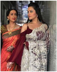 Shagun Blouse Designs, Sari Blouse Designs, Designer Blouse Patterns, Fancy Blouse Designs, Saree Jacket Designs, Sleeves Designs For Dresses, Stylish Blouse Design, Saree Trends, Stylish Sarees