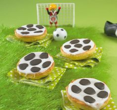 Football Americans Source by Nutella Muffins, Mickey Mouse Parties, Minnie Mouse, Party Buffet, Soccer Party, American Food, Party Snacks, Finger Foods, Kids Meals
