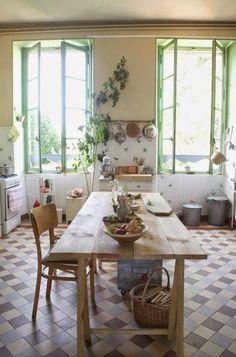 Simple Spanish Style Kitchen Apartment Decor Ideas - Page 33 of 75 Kitchen Styling, Kitchen Decor, Kitchen Design, Kitchen Ideas, Kitchen Tile, Apartment Kitchen, Apartment Design, Apartment Therapy, Country Kitchen