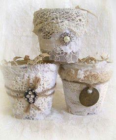 Vasos ou cachepôs vintage com rendas e aplicaçoes