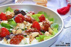 Ensalada de fresitas de verano, queso feta y tomates en aceite